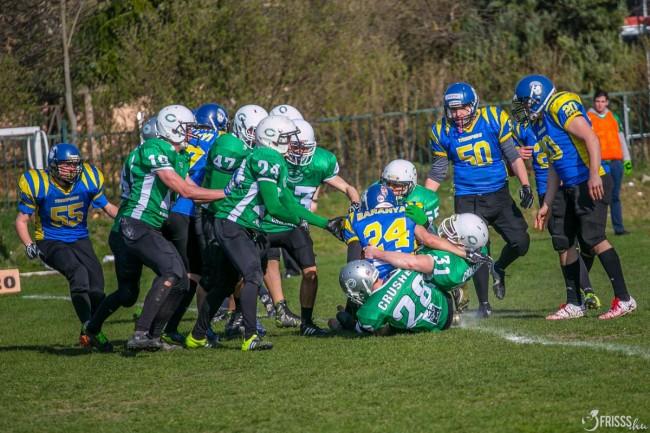A Crushers (zöldben) védelmével nehéz lesz kibabrálni